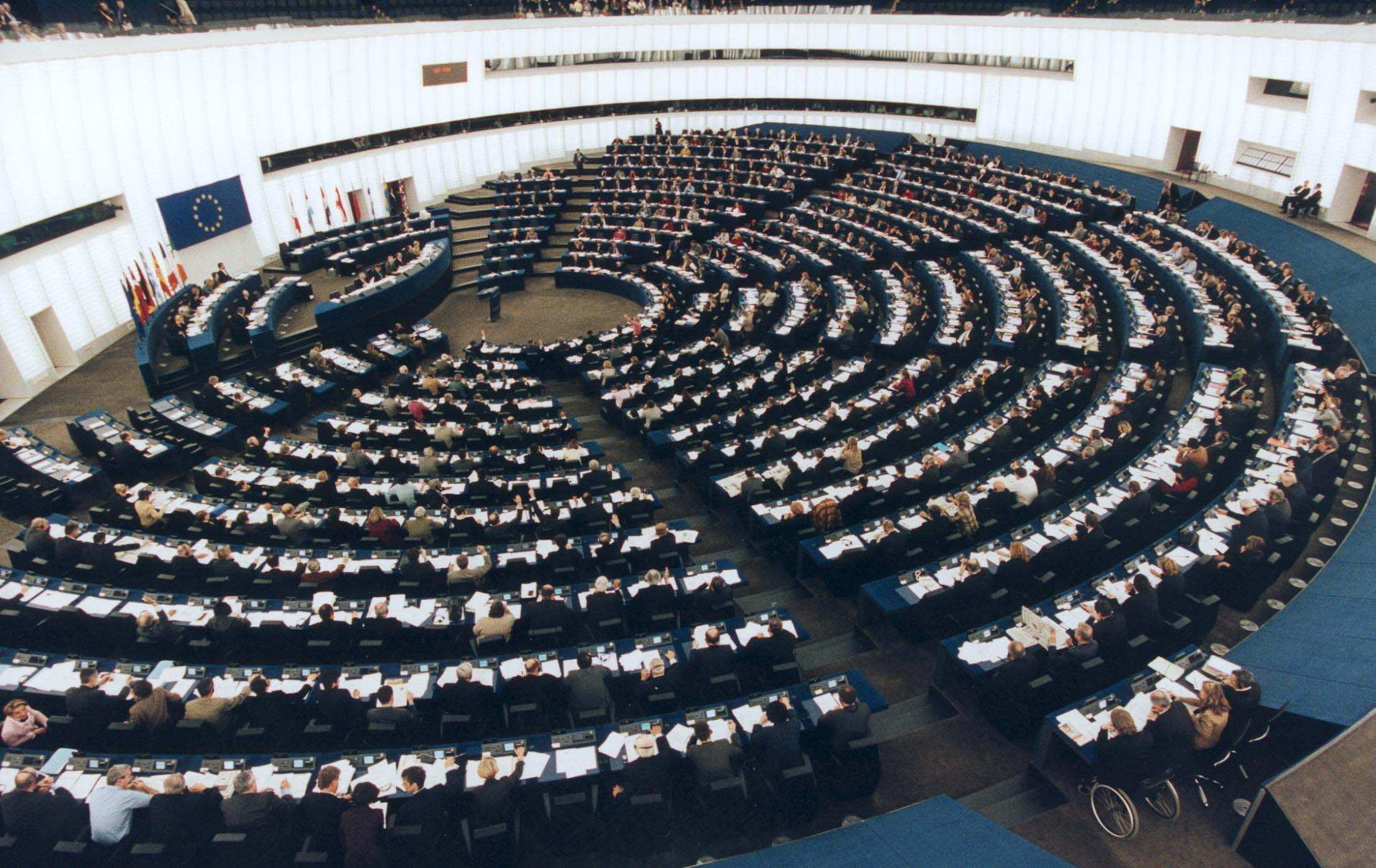 1242-0302-hemicycle-stg-2001