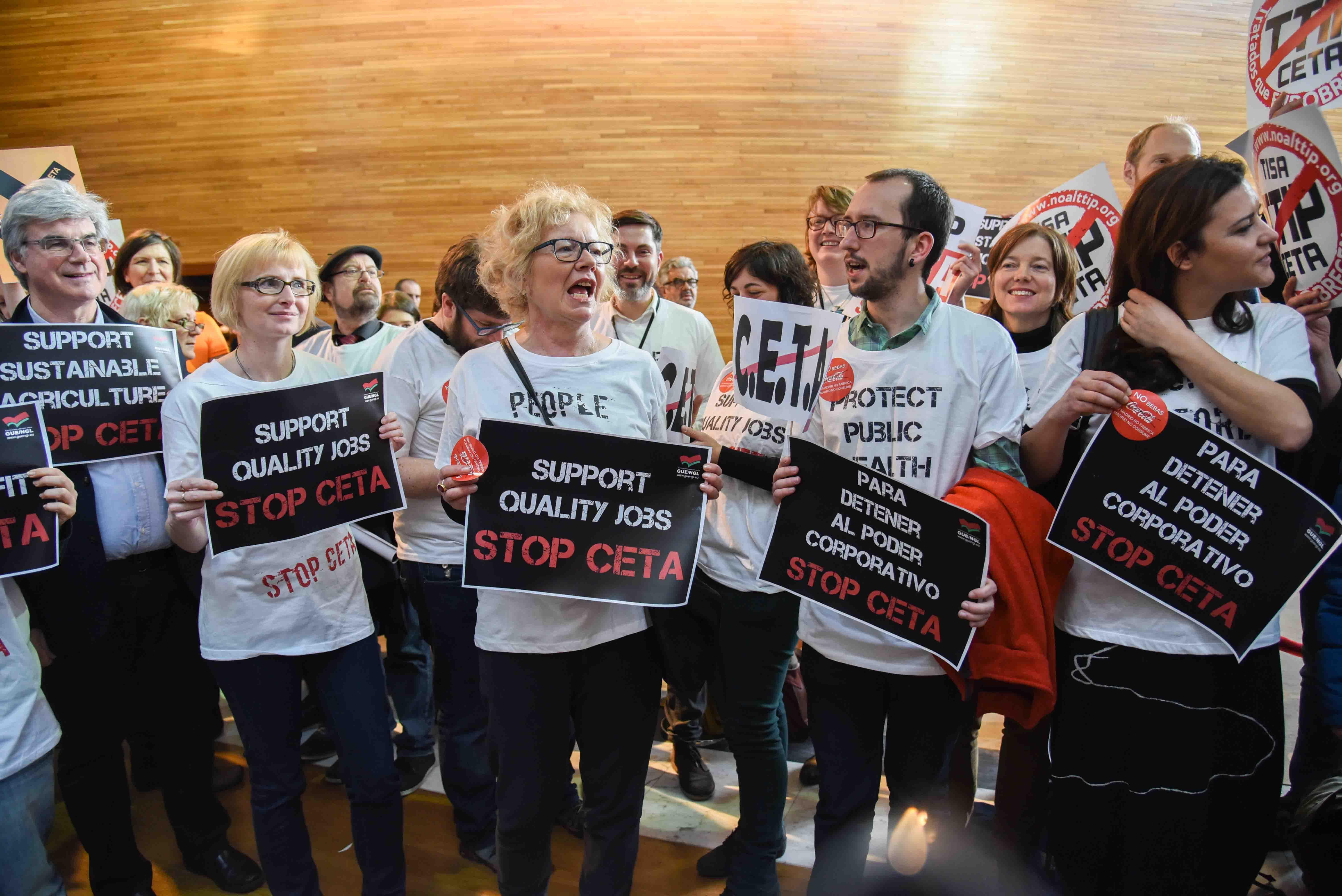 Protesty proti smlouvě CETA ve Štrasburku